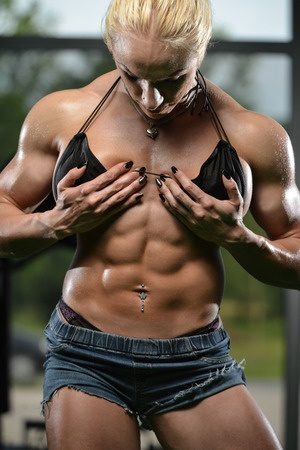 woman with 6 pack abs